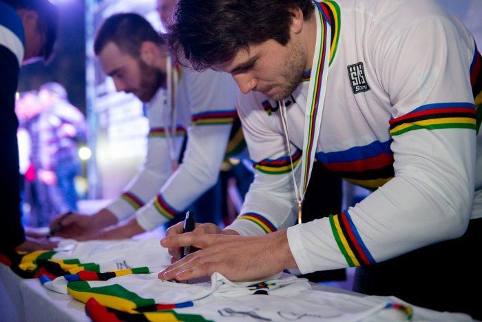 Thomas Pechhacker signing Rainbowjersey
